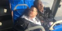 长春公交驾驶员等发车 车座上小睡 - News.365Jilin.Com
