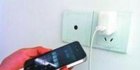 手机充电先插手机还是先插电源?大多数人都做错了 - 新浪吉林