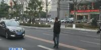"""斑马线""""消失""""了,行人:我太难了… - News.365Jilin.Com"""