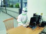 吴香琦被分配到长春龙嘉国际机场,负责检查出机口旅客的体温以及记录入长人员信息等。 (长春大学供图) - 新浪吉林