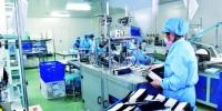 长春应化所高能电子加速器辐照技术用于消毒灭菌,加快了防疫物资的生产速度,图为吉林弗朗医疗科技有限公司生产线。 徐微 摄 - 新浪吉林