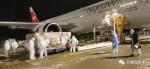 9月9日夜间,机场工作人员正在装运货物 - 新浪吉林
